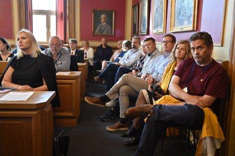 SKADEBEGRENSING: Assisterende prosjektsjef for i utbyggingsprosjektet Nytt dobbeltspor Drammen-Kobbervikdalen (UDK) Eirik Harding Hansen (i midten) og resten av Bane Nor er forberedt på å kickstarte Intercity-prosjektet om Drammens politikere bygger ny bybru.