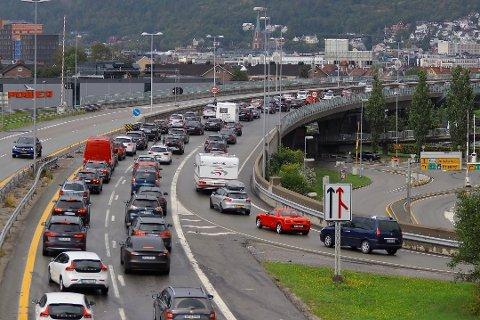 Veivesenet regner med tett trafikk på hovedveiene utover ettermiddagen. Dette bildet ble tatt ved avslutningen på fellesferien i sommer.