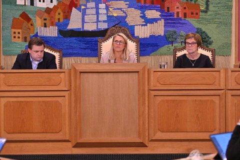 UTSATTE:  Ordfører Monica Myrvold Berg innstilte på å utsette valget av medlemmer til nærutvalgene, og istedet sette ned en arbeidsgruppe som skal utrede nærmere hva utvalgene skal gjøre.