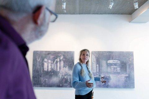 Elisabeth Werp. Billedkunstner. Bosatt i Oslo men oppvokst i Skotselv i Øvre Eiker. Stiller ut i Galleri Gulden på Steinberg.