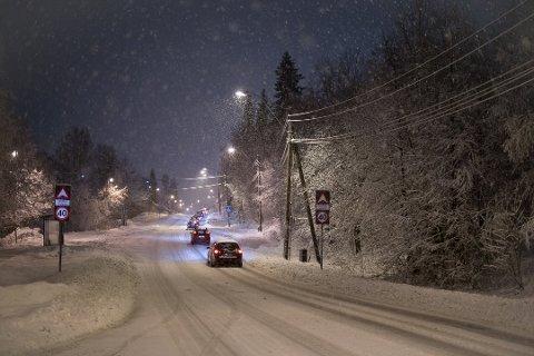 HVITT: Natt til tirsdag 25. februar er det ventet snø i Drammen, og den skal bli liggende i alle fall ut uka. Meteorologen advarer om krevende kjøreforhold på glatte veier. (Foto: arkiv)