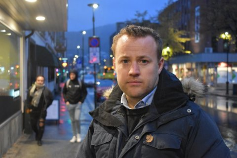 Lavrans Kierulf (36) er heltidspolitiker og tjener 800.000 - 900.000 kroner i året.