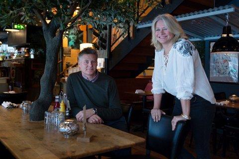 UTELIVSNESTORER: Ekteparet Håkon og Lene Jonson har drevet i utelivsbransjen i over 20 år. Parets harde arbeid har båret frukter, i fjor var de blant utelivsaksjonærene i drammensområdet som tjente mest.