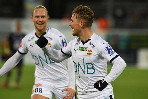 LEDERMÅLET: Mikkel Maigaard har akkurat gitt Strømsgodset ledelsen mot Kristiansund, og Lars - Jørgen Salvesen kommer til for å gratulere.