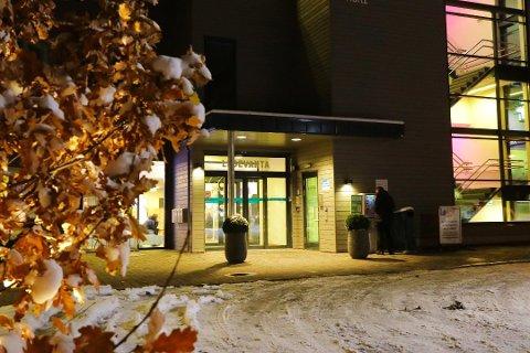 KORONA-PANIKK: De ansatte på legevakta i Drammen blir skjelt ut av friske folk som ikke får testet seg: – Det er ekstremt, sier legevaktssjefen.