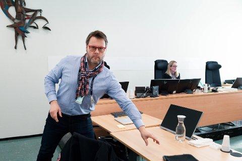 VARETEKT: Politiadvokat Ole Jakob Garder ønsket å varetektsfengsle de tre mennene i èn uke med brev- og besøksforbud. I tillegg begjærte han den ene mannen varetektsfengslet i ytterligere tre uker.