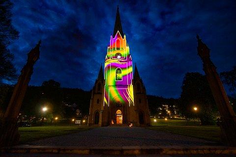 ProsjektorPøblene lyssatte Bragernes kirke slik under Kulturnatt i mai. BVD lover nå et nytt og magisk show.