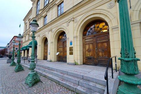 Den drapssiktede nordmannen vil bli framstilt for varetektsfengsling her i tingretten i Karlstad.