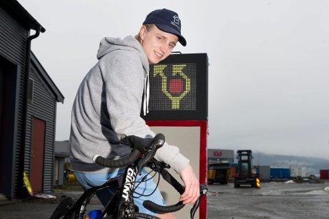 UNG GRÜNDER: I over to år har 21 år gamle Markus Lærum jobbet med å utvikle et automatisk varslingssystem om hindringer til bruk i sykkelritt som Tour de France