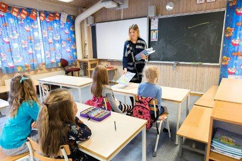 Kvinnelige lærere tjener så å si like mye som sine mannlige kollegaer og scorer høyest på likelønnsstatistikken