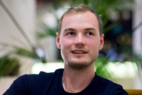 REFLEKTERT. Viljar Røsholt Myhra kobler av  fra toppfotballen med både musikk og jakt.