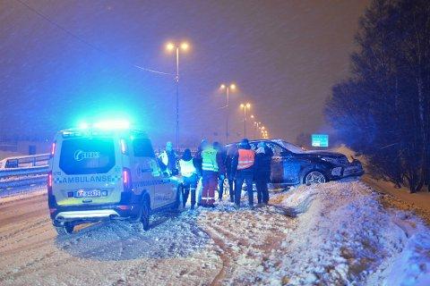 KJØRTE UT: Det ble ingen skader på verken fører eller autovern da en lastebil kjørte i en personbil, torsdag kveld.