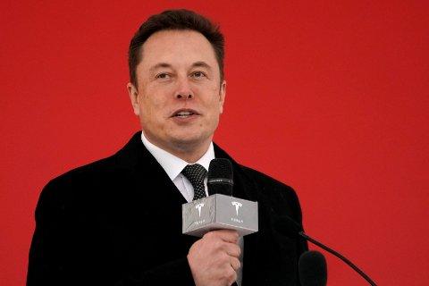 6a81c57c LEGGER NED: Teslas grunnlegger Elon Musk varsler at nesten alle Tesla- butikkene legges ned