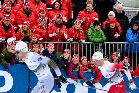 AVGJØRENDE. Responsen fra et  engasjert publikum har vært avgjørende for at det har vært skisprint i Drammen år etter år.