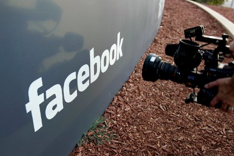 Facebook understreker at passordene aldri var synlig for noen utenfor selskapet.