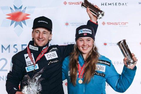 KONGEPOKALVINNERE: Rasmus Windingstad (25) fikk sin andre strake kongepokal, mens Marte Monsen (19) kapret karrierens første. Kongepokal var satt opp på storslalåmdistansen i årets NM, og dermed ble det NM-gull og kongepokal på Windingstad og Monsen under premieutdelinga i Hemsedal.
