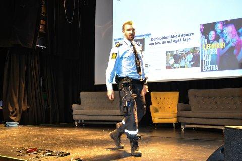 KJERNEKAR: Raymond Håkonsen, politibetjent ved forebyggende avdeling, Drammen, oppfordret russen til å tørre å bry seg om hverandre og å være en «kjernekar».