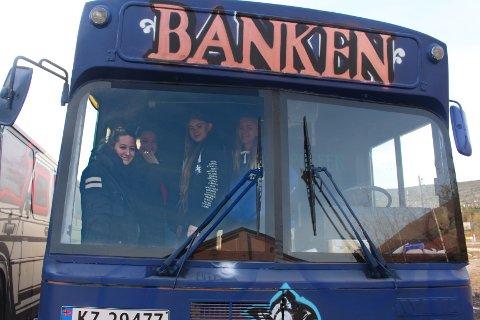 «BANKEN»: Ifølge jentene har alle russebusser et navn som følger bussen, slik at man vet hvilken buss som har kjørt som hva i tidligere russetider. Fra venstre: Sofie Nebell, Nora Liverud, Natalie Woldengen og Maria Dalmberg.