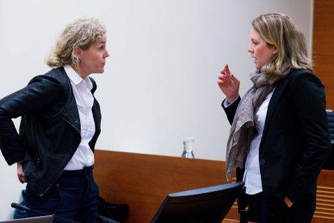 UENIGE: Aktor Anne Christine Stoltz Wennersten (t.v.) mener de to tiltalte skal ha lange fengselsstraffer. Kvinnens forsvarer Julie Conradi-Larsen mener påstanden er altfor høy.
