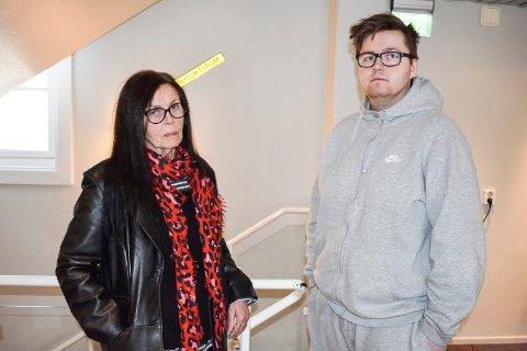 HJALP TIL: Anne Grethe Nilsen og sønnen Joakim Nilsen, som løp til da naboer hoppet ut fra andre etasje i et brennende hus.