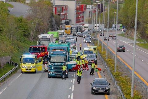 To personer omkom i en kollisjon på E18 i Asker.