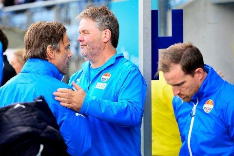 SISTE KAMP: SIF-trener Bjørn Petter Ingebretsen fra mandagens 0-0-kamp mot Viking, sammen med Ronny Holmedal (t.h) og Håkon Wibe-Lund.