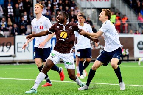 MØTER GAMLEKLUBBEN: MIFs veteranspiss Olivier Occean (i midten) møter gamleklubben Lillestrøm torsdag kveld. Her fra da Stabæk ble slått 1-0 i forrige hjemmekamp.