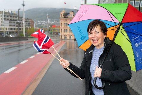 Louise Winnes Prestgard, prosjektleder i Byen Vår Drammen, ønsker frontfigurer til folketoget som skal gå gjennom Drammen sentrum 17. mai.