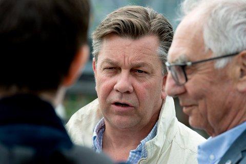 SNAKKET SAMFERDSEL: Drammen Høyre presenterte sine samferdselstiltak. Her ved Fredrik Haaning og Johan Baumann