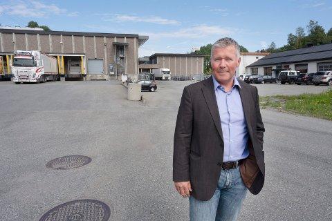 NYBYGG: Her kommer nybygget til Mills Drammen/Delikat forteller fabrikksjef Lars Hilden. Hvis politikerne sier ja til planene og nye arbeidsplasser.