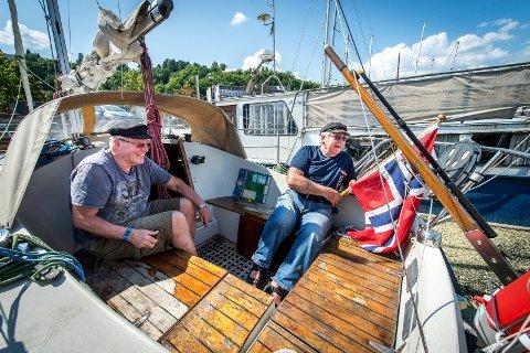 Jon Martin Guttormsen (82) og Bjørn Hafskjold (76) ombord på «Family B» før avreise i 2016.