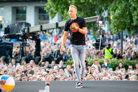 ETT ÅR SIDEN: I fjor ga Mads Hansen ut «Sommerkroppen». Nå forteller han at ikke ser på jobben sin som en jobb.