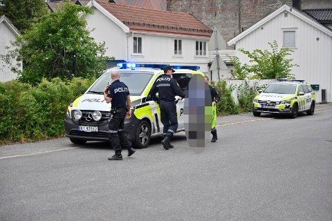 Én person blir innbragt av politiet.