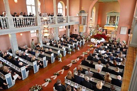 Kirken var full til siste benkerad.
