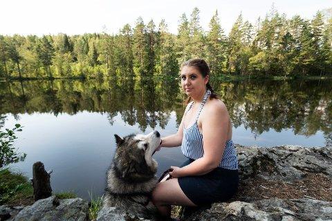 FORBANNA: Michelle Iren Gulhaugen-Baklid ble forbanna over det hun og to dykkere fra Drammen Sportsdykkerklubb fant i Småtjern.