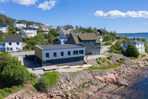 TIL SALGS: Kombinasjonseiendom til 13,9 millioner: – Den perfekte eiendom for «Liebhabere» som ønsker seg en selvfinansiert, heter det i Finn-annonsen.
