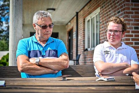 I SORG: Styreleder Frode Kleven og fotballgruppeleder Hans Erik Trulsen i Steinberg IF forteller om klubbhelten som har gått bort, Kim Andre Nielsen.