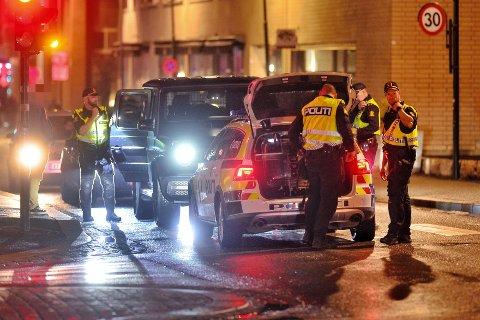 Politiet kontrollerte en rekke biler og personer i forbindelse med en fest i Engene lørdag kveld og natt.