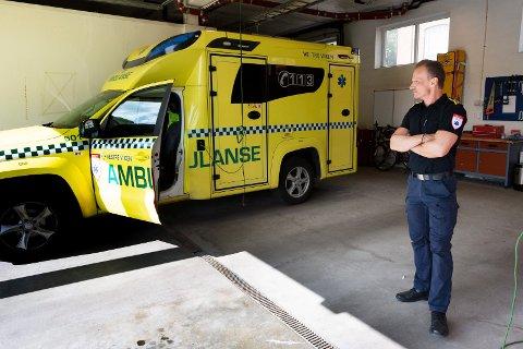 Avdelingssjef for ambulanseavdelingen, Snorre Birk Gundersen, sier det nå oppbemannes på ambulansene for å være forberedt.