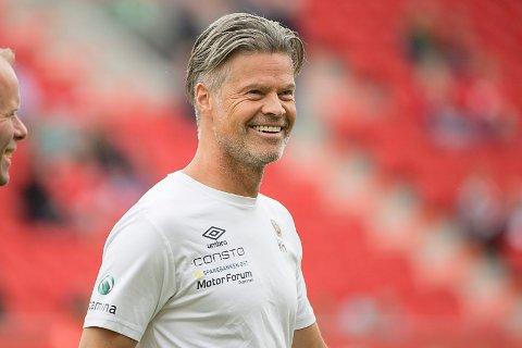 GOD UKE: MIF-trener Vegard Hansen har hatt en god uke etter seieren mot Brann. Kan han smile etter matchen mot Kristiansund søndag også?