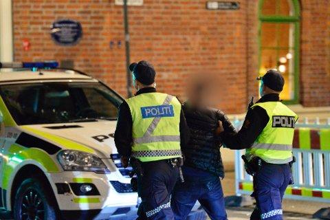 INNBRAKT: Fyll og ordensforstyrrelse gjorde at denne mannen ble innbrakt fra Drammen sentrum natt til lørdag.