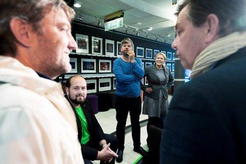 Samtale med listetoppene  i Drammen dagen etter valget. Anders Wengen (V) , Simon Nordanger (SP), Ståle Sørensen (MDG), Monica Myhrvold Berg (AP) og Fredrik Haaning (H)