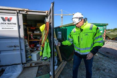 LEI AV INNBRUDD: Distriktssjef i Block Watne, Søren Halck Johannesen, forteller at de nå vil ta grep etter nok et containerbrekk på Engersand.
