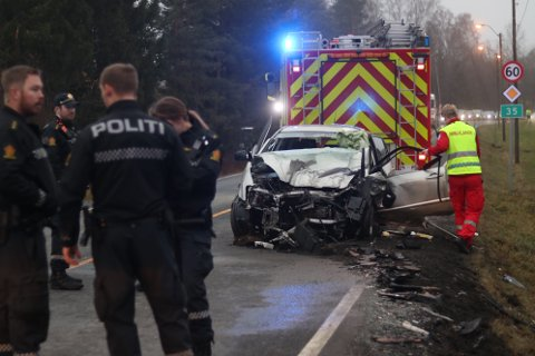 VRAK: Slik ble jentas bil seende ut etter trafikkulykka på Riksvei 35 i Hokksund. Hun ble fraktet til sykehus hvor hun ble liggende i koma.