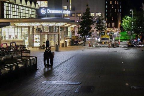 En person ble pågrepet like utenfor Drammen Stasjon.