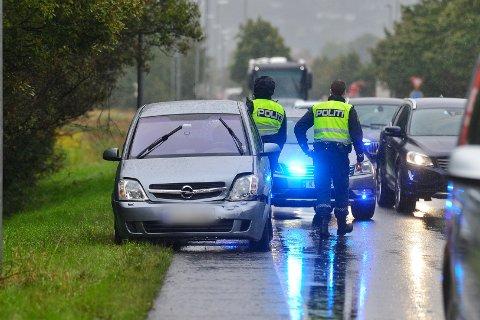 Politiet er på stedet etter ulykken.