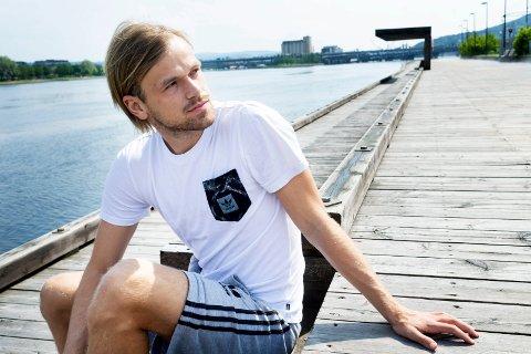 GLAD FOR VALGET: Da Drammens Tidende møtte en ferierende Iver Fossum i sommer var 23-åringen klar på at han var nødt til å spille førstelagsfotball igjen. Etter å ha vært ute i kulden i Tyskland har han nå kommet bra i gang i danske Aalborg.