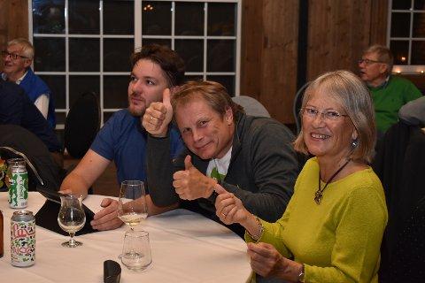 JUBEL: David Høstaker, Vidar Havellen og Janicke Karin Solheim jubler over MDGs valgresultat.