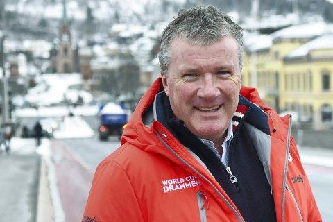 Får tilkjørt kunstsnø: - Til helgen får vi tilkjørt rundt femti billass med kunstsnø et skisenter. Det skal redde fem-kilometeren vår til ski-NM som starter om to uker, sier leder av ski-NM Konnerud Arne Madsen.