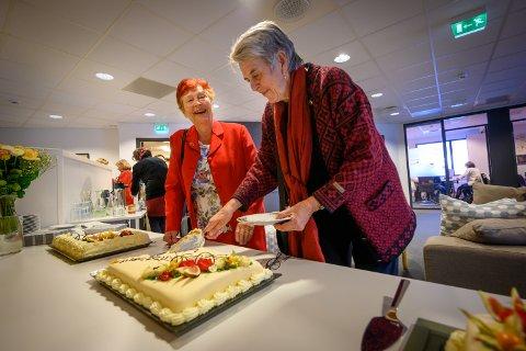 GRUNNLEGGERE: Inger Ross Solberg og Gunhild Ramm Reistad var med på å starte Betzy krisesenter for 40 år siden. Fredag var de med å feire 40-årsjubilanten.